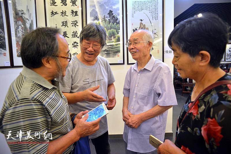 郭文伟、王山岭等来宾在现场交流