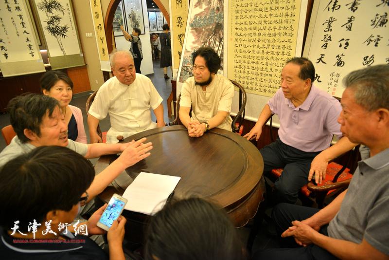 蒋有泉与王焕墉、李泽润、朱彦民等参展书画家座谈