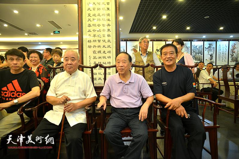 """左起:彭英科、王焕墉、蒋有泉、张鹤年在""""中国楹联学会颁发聘书仪式""""现场。"""