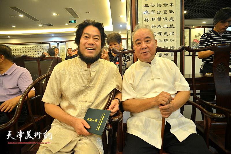 """王焕墉、朱彦民在""""中国楹联学会颁发聘书仪式""""现场。"""
