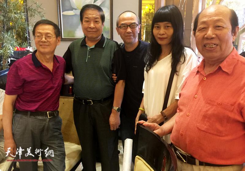 左起:尚金声、左川、包仲川、杨晓君、韩三群在收徒现场