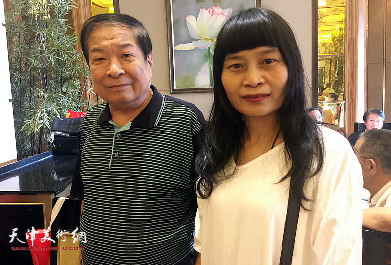 左川、杨晓君在拜师仪式现场。