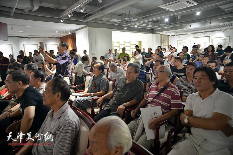 柴寿武、杨惠东、霍然、蔡金顺、高学年在画展开幕仪式现场。