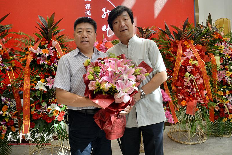 翟洪涛与张养峰在画展现场