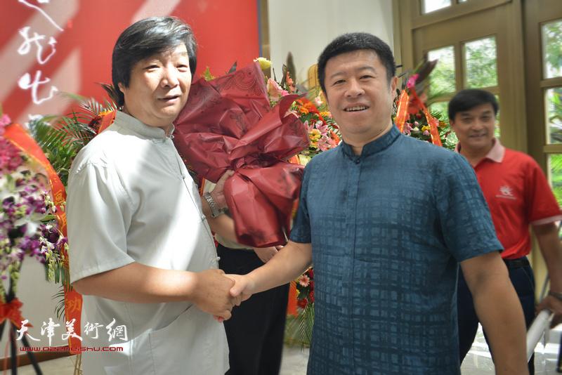 翟洪涛与王克在画展现场