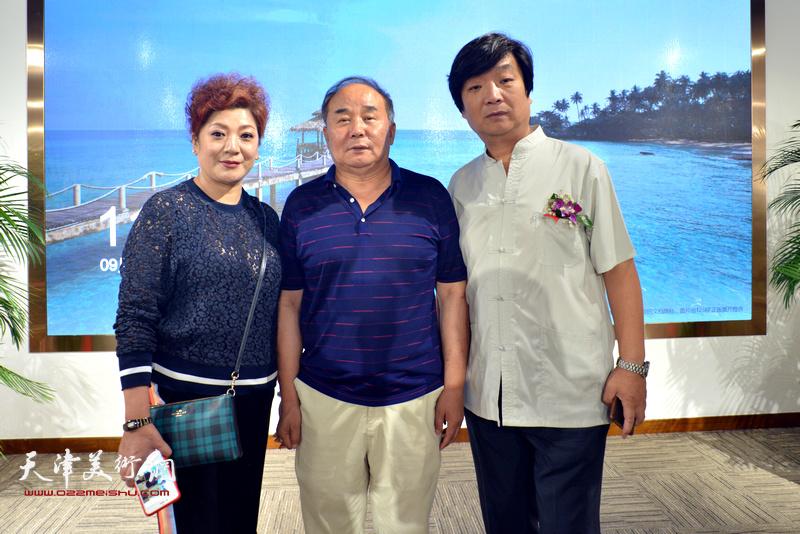 翟洪涛与李建华在画展现场。