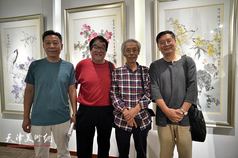 左起:李增亭、卢贵友、姚景卿、张佩刚在画展现场。