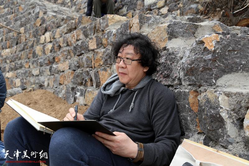 天津画院原副院长晏平在写生创作