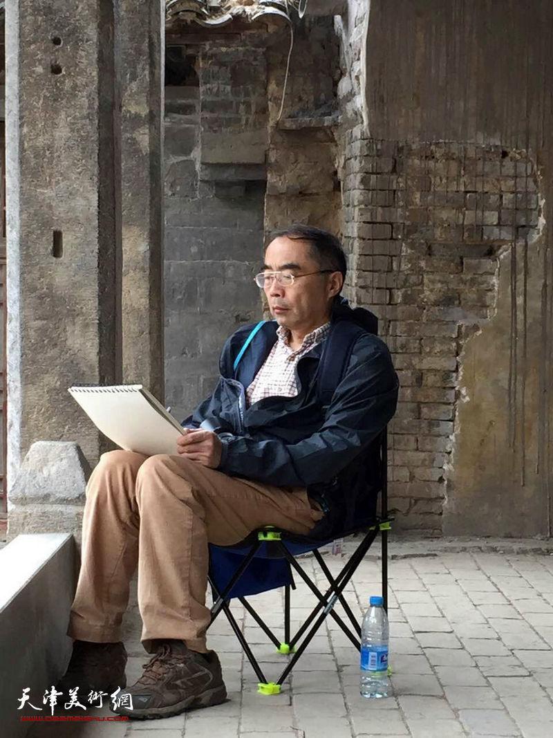天津美院教授喻建十在写生创作