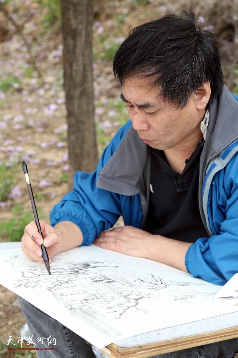 天津美院副教授肖培金在写生创作
