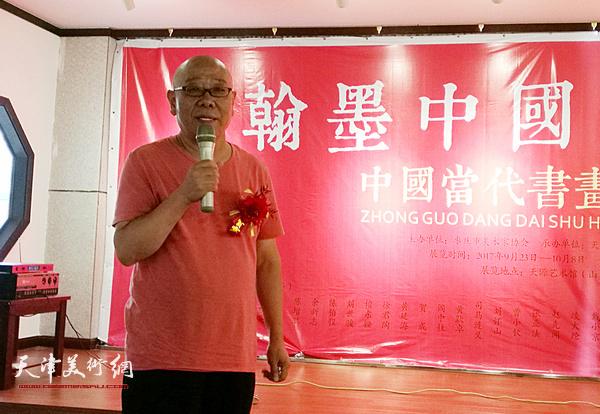 马俊卿代表参展画家在邀请展上致辞。