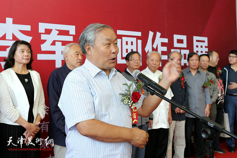 天津书法家协会原主席唐云来在画展上致辞。