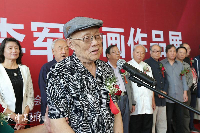 津门画院院长、著名山水画家在画展上致辞。