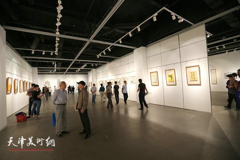 """""""翰墨流声—沈德强、李军个人书画展""""现场。"""