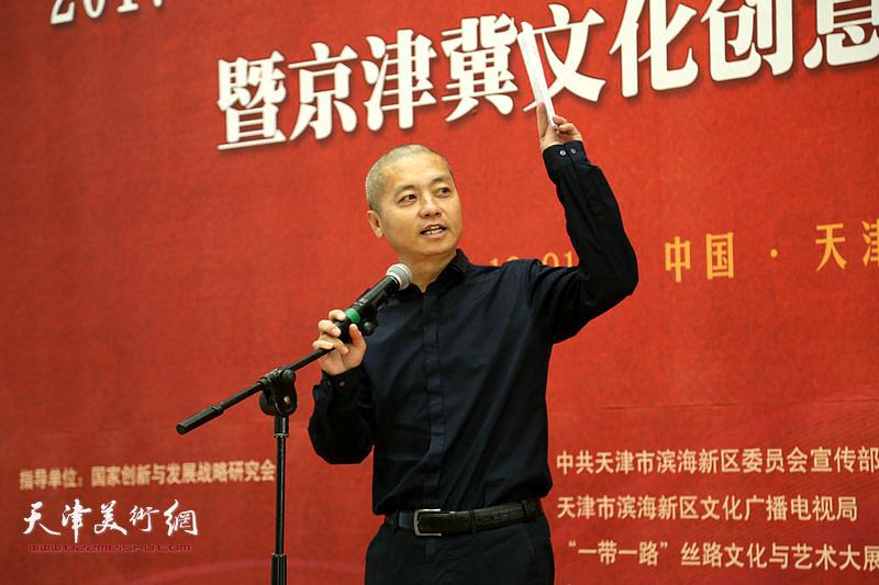 天津滨海新区美术馆馆长何炳华致辞。