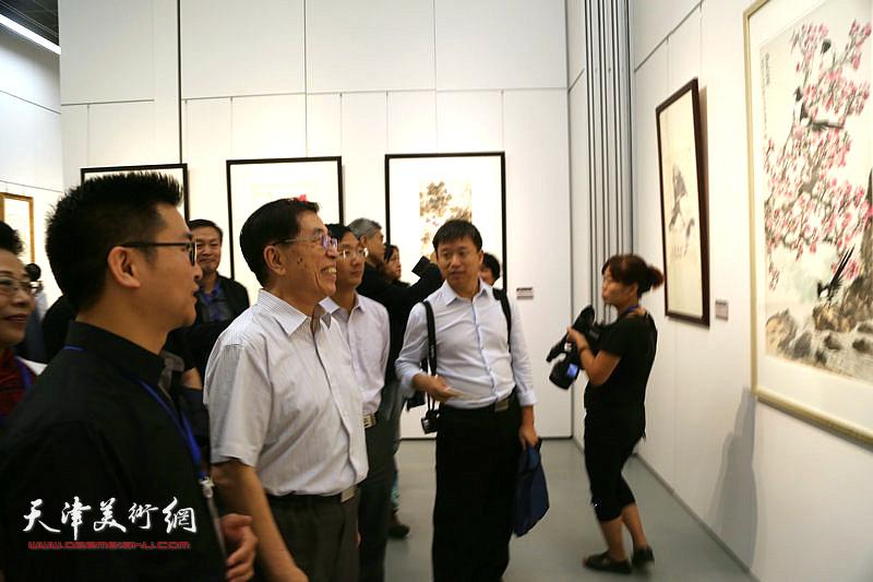 国家级勘察设计大师刘景樑参观大展。