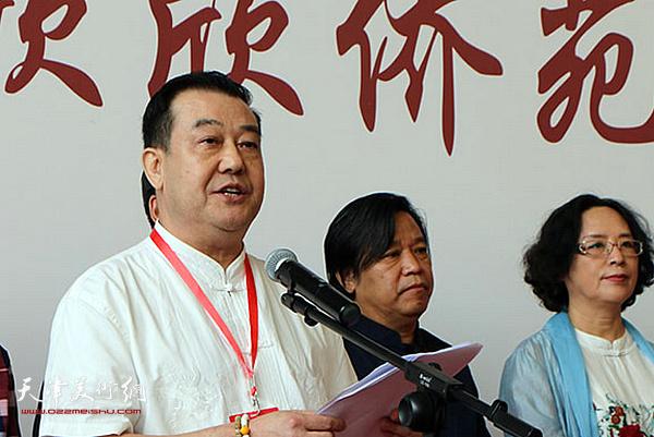 天津市华侨书画院院长王冠峰致辞。