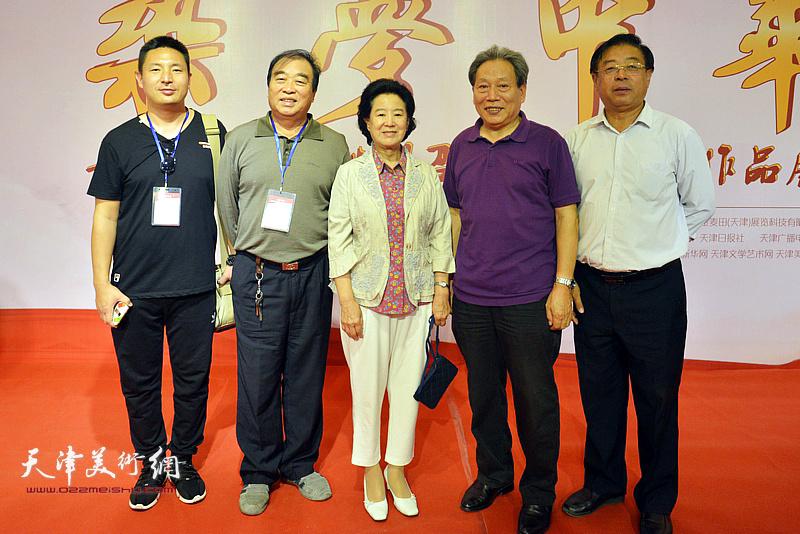 曹秀荣、霍然、赵俊山、杜润国在画展现场。