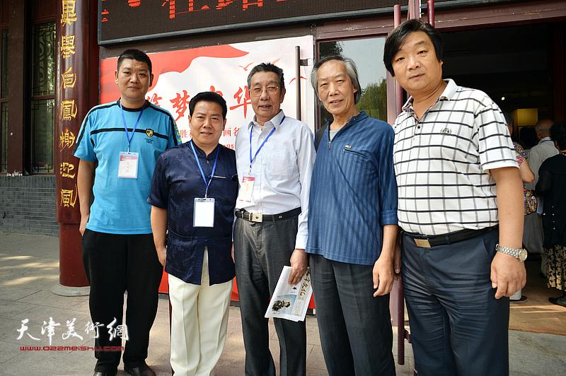 左起:胥勇、李锐钧、曹剑英、王佩翔、翟洪涛在在画展现场