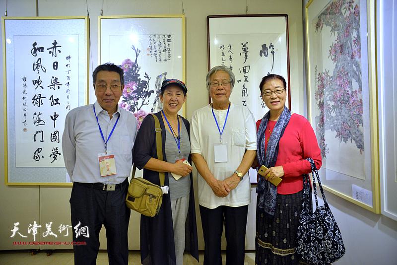 左起:曹剑英、武颖萍、陈冬至、王俊英在画展现场