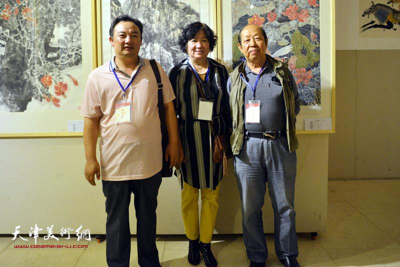孟昭丽、韩祖音在画展现场。