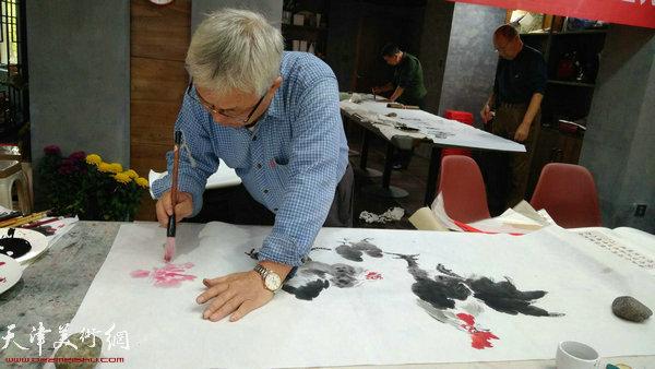 书画家在茹芦草堂活动现场。