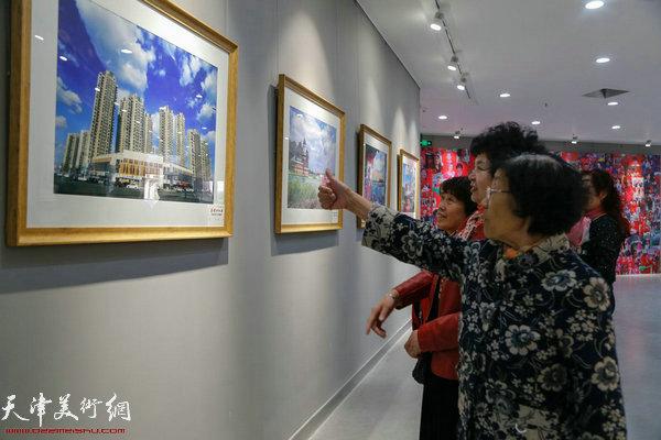 """""""喜迎十九大""""东丽区群众艺术摄影展现场"""