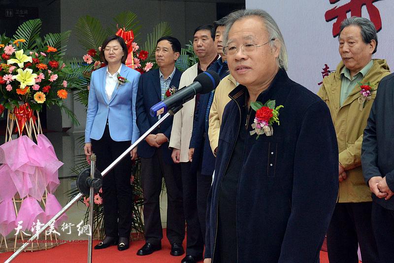 参展作者代表、天津百中画院院长王金厚致辞。