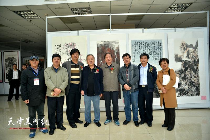 王金厚、蒋峰、赵炳旭、王惠民、李根友、翟洪涛等在画展现场。