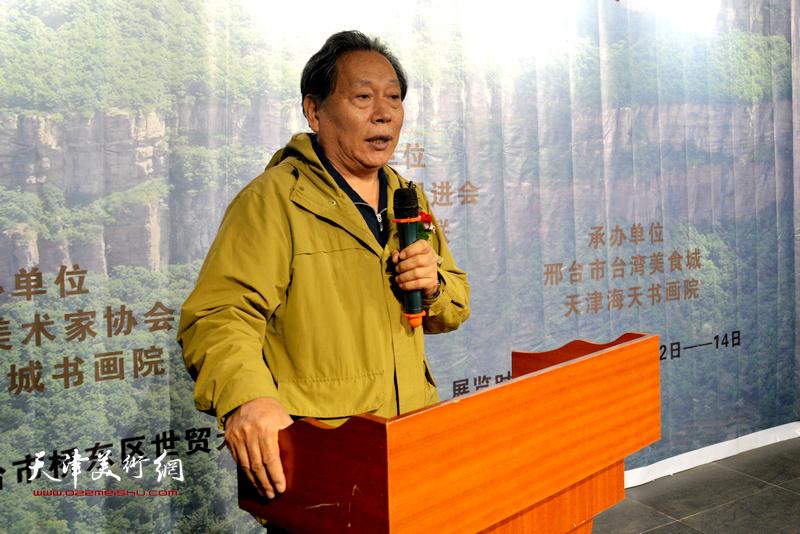 天津书法家协会副主席、天津长城书画院院长霍然致辞。