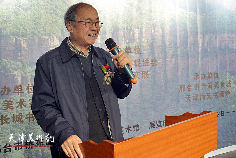 邢台美协老主席、著名花鸟画家李智纲致辞。
