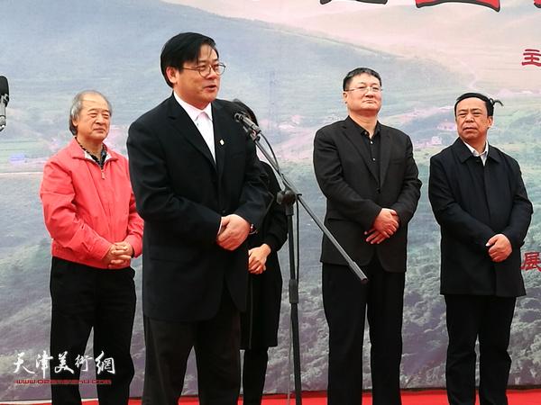 中国美术家协会分党组书记、常务副主席、秘书长徐里致辞。