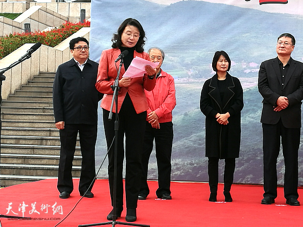 天津文联党组书记万镜明致辞。