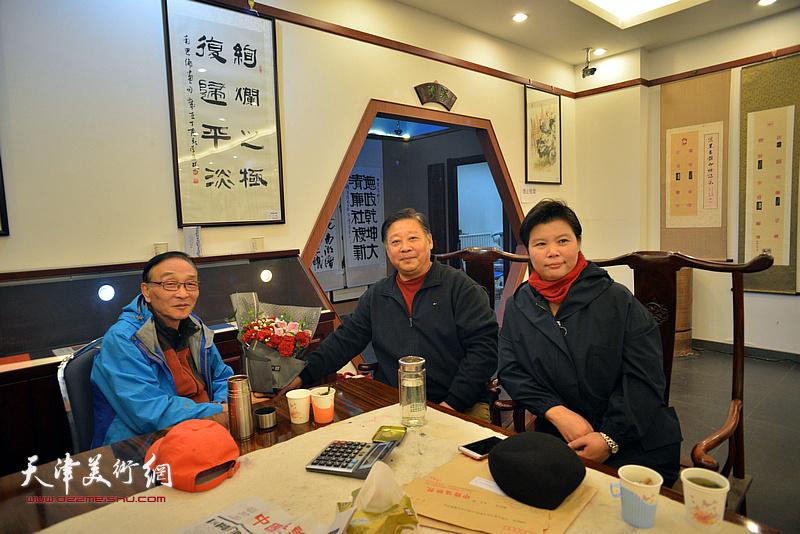 左起:姜忍、张云友、刘红在动员会现场。
