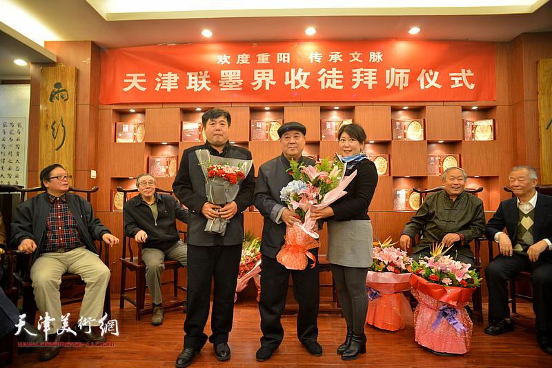 王焕墉与新弟子冯桂顺、陈艳梅。