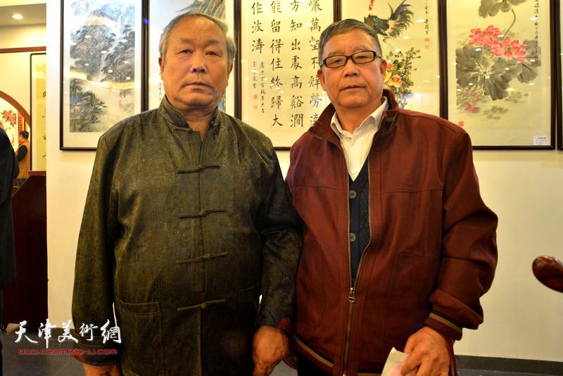 唐云来与新弟子王庆普在收徒拜师现场。