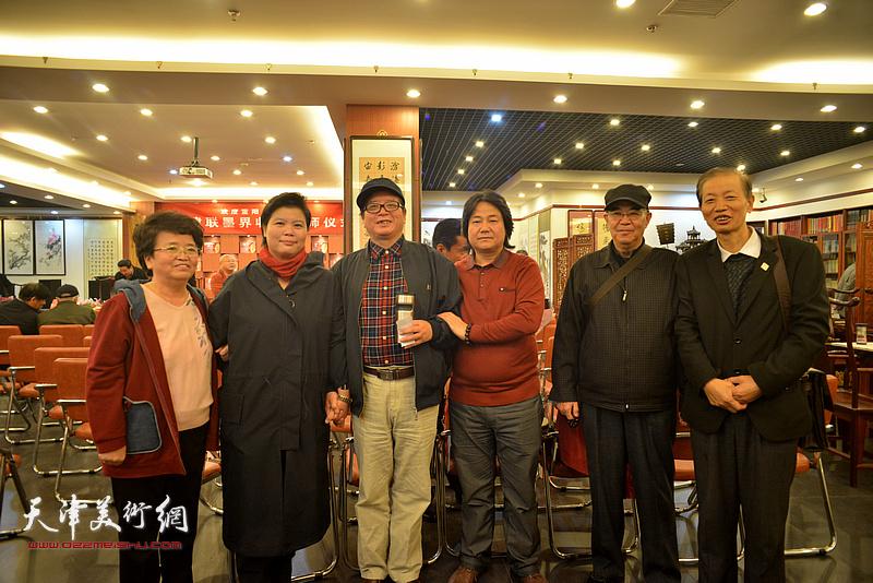 左起:贺美华、刘红、赵士英、张同明、张建国、赵同相在收徒拜师现场。