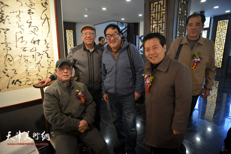 贾宝珉、张志连、李锐钧、贾文辉在画展现场。