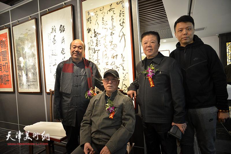 贾宝珉、孟庆占、潘晓鸥、李大光在画展现场。