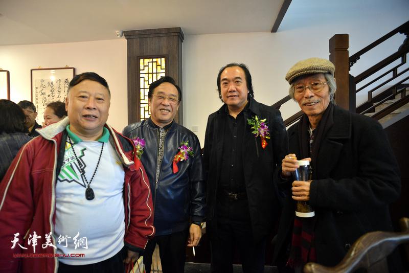 左起:吕大江、陈钢、李少君、姚景卿在画展现场。