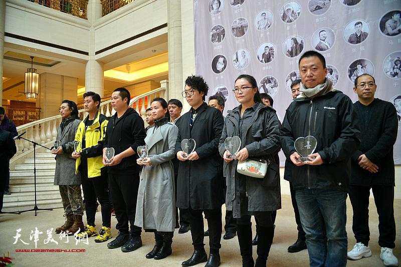 艺术家代表在颁奖仪式现场。