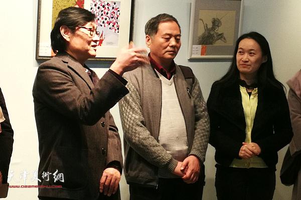 天津美协副主席、插图·装帧艺委会主任琚俊雄在展览开幕式上致辞
