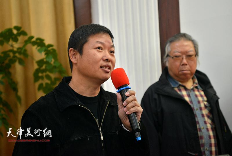 魏瑞江代表专委会宣读获奖名单。