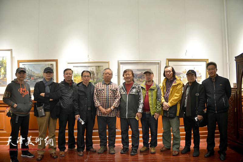 石增琇、姜中立、庞恩昌、贾建东、路学正、王岩明、张毅康等在画展现场。
