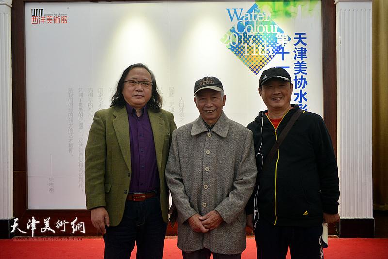 庄征、刘志君、魏瑞江在画展现场。