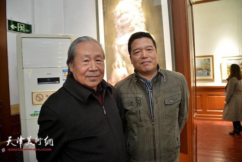 李宗儒、董克诚在画展现场。