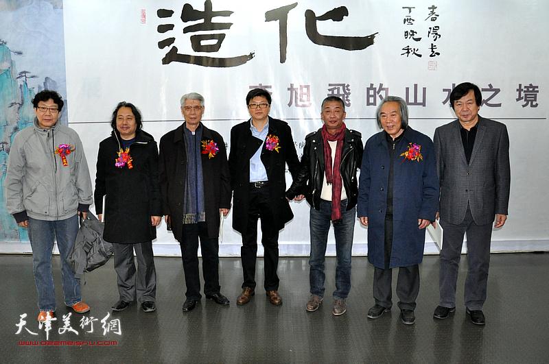 左起:晏平、贾广健、杨德树、李旭飞、邓国源、路洪明在画展现场。