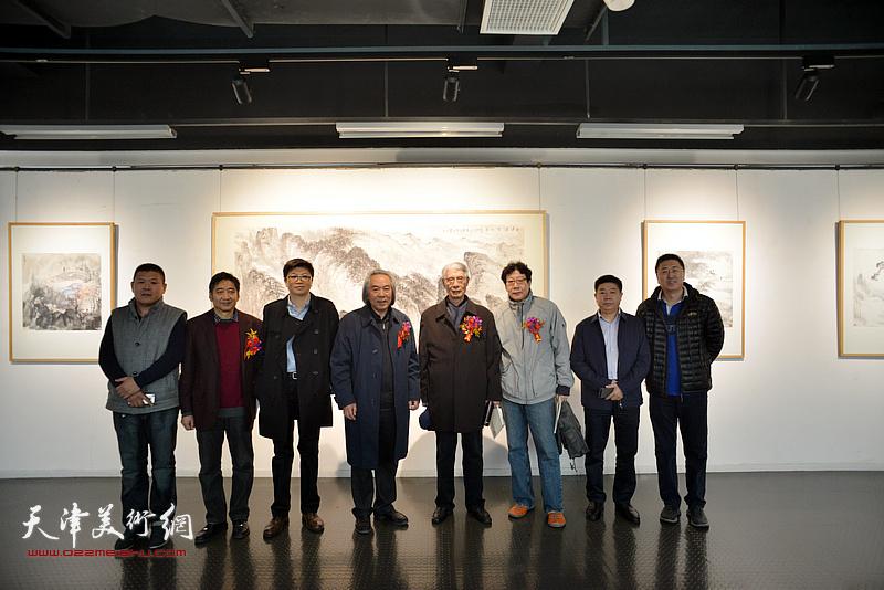 杨德树、霍春阳、晏平、王爱宗、张养峰、周连起等在画展现场