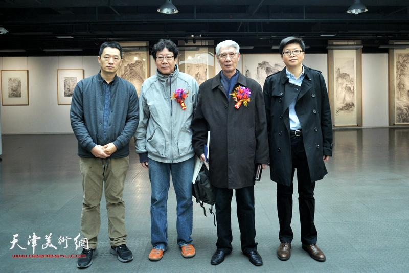 左起:周午生、晏平、杨德树、李旭飞在画展现场。