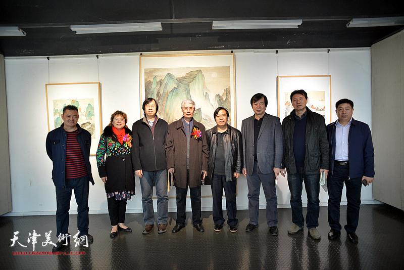 左起:白鹏、张春蕾、路洪明、杨德树、李耀春、史振岭、张福有、张养峰。